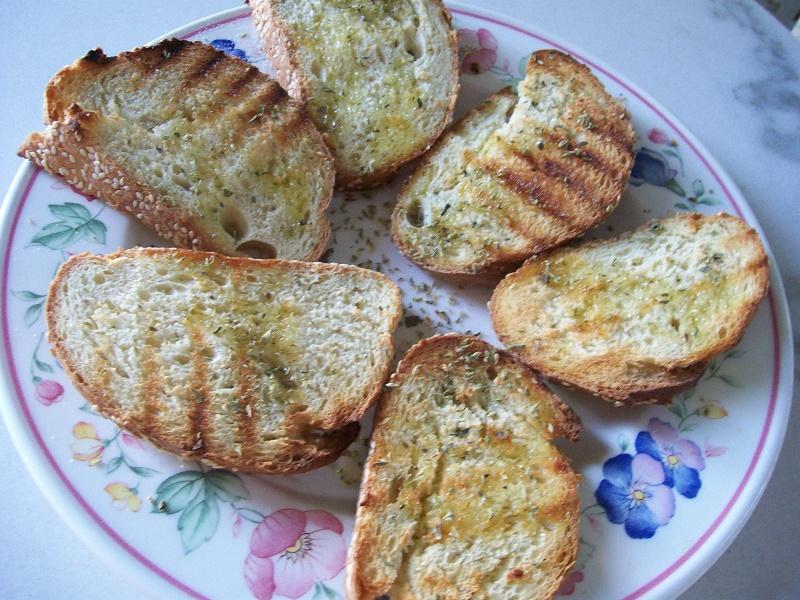 ψωμί φρυγανισμένο με ελαιόλαδο και ρίγανη εικόνα