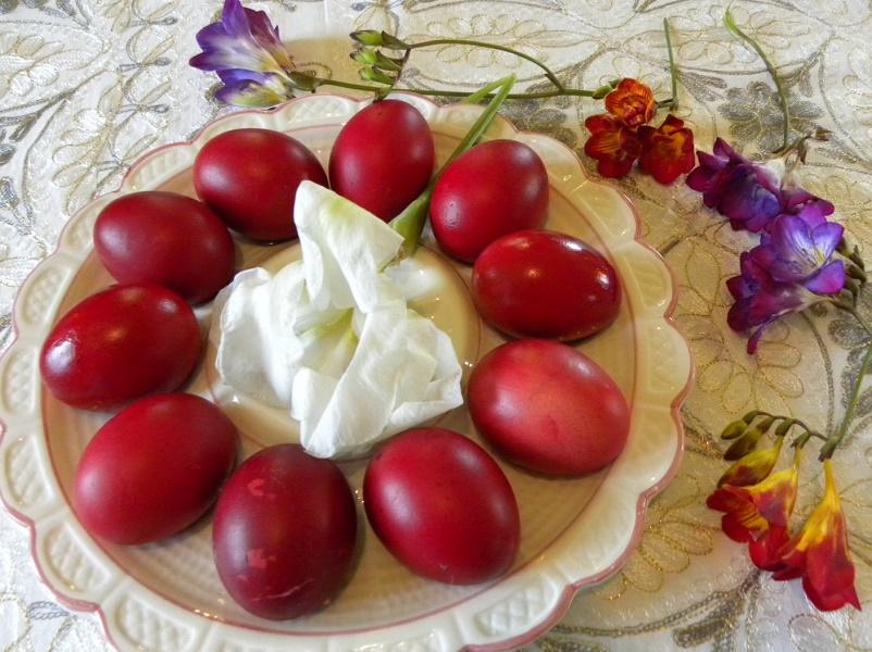 βαμμένα κόκκινα αυγά φωτογραφία