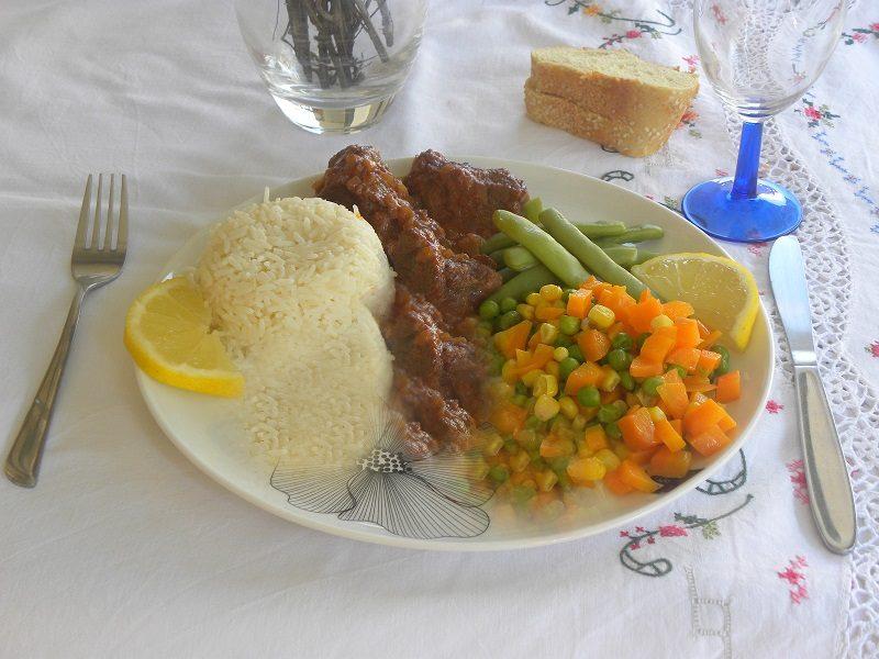 μοσχάρι κοκκινιστό με ρύζι φωτογραφία