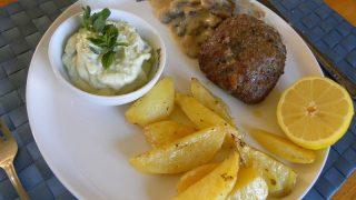 Μπιφτέκια Γεμιστά με Φέτα, Πατάτες φούρνου, Χόρτα βραστά και Αγγουροσαλάτα