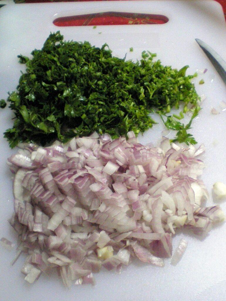 ψιλοκομμένος μαϊντανός και κρεμμύδι εικόνα