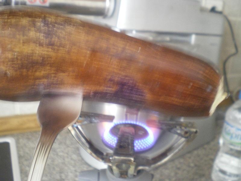 ψήσιμο της μελιτζάνας στο γκαζάκι εικόνα