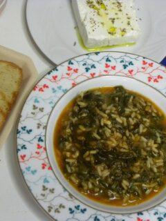 σπανακόρυζο με φέτα και γιαούρτι εικόνα