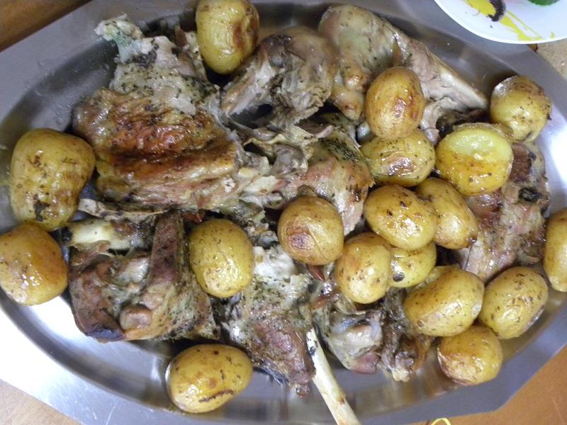 αρνί ψητό με πατάτες μικρές εικόνα
