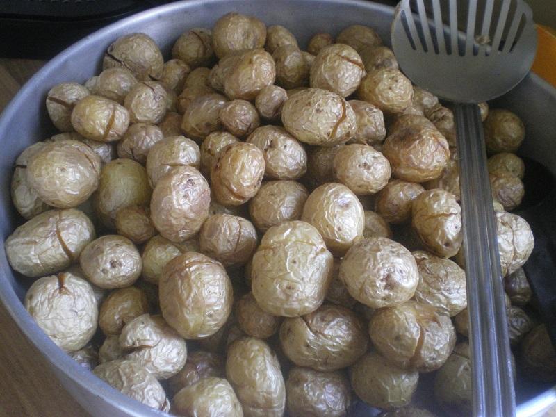 μικρές πατάτες τηγανισμένες εικόνα