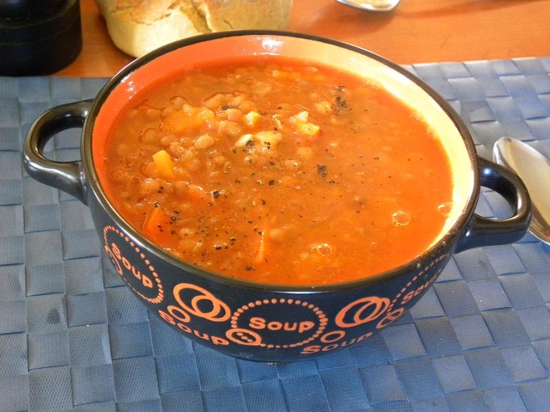 φακές σούπα με ντομάτα εικόνα