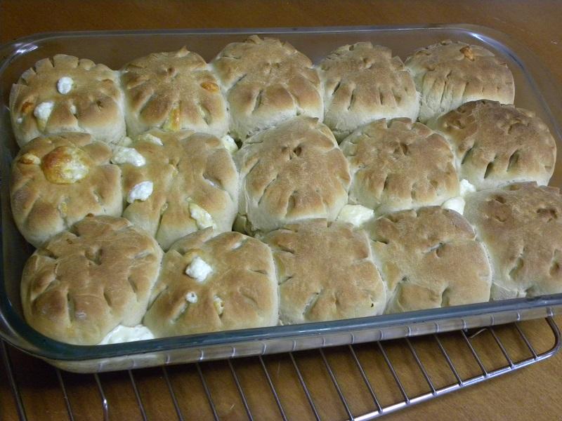 ψωμάκια με φέτα και χαλλούμι εικόνα
