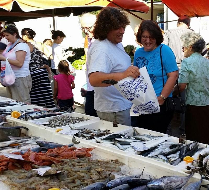 Ψάρια στη Λαϊκή αγορά του Ναυπλίου εικόνα