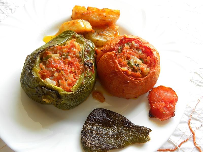 Γεμιστά με ντομάτες και πιπεριές εικόνα