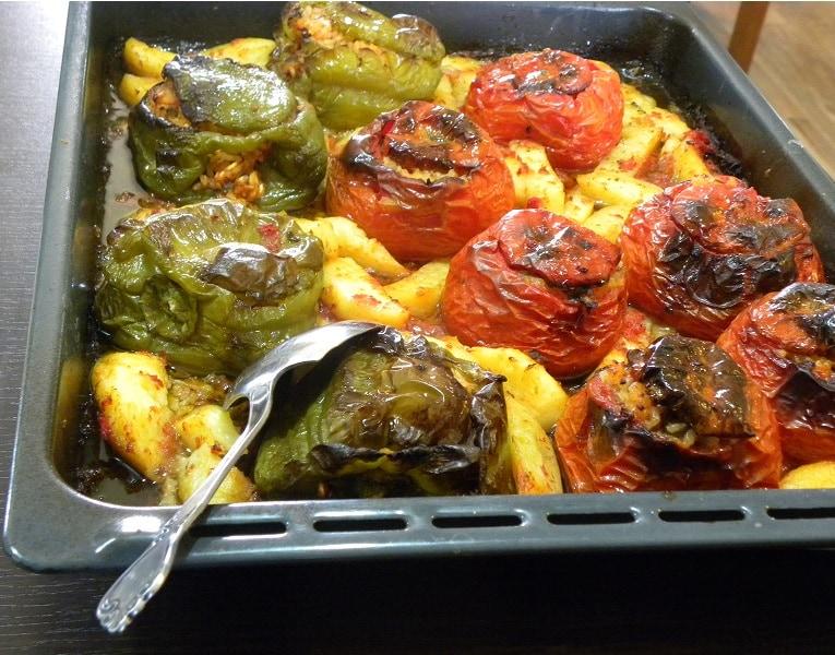 Γεμιστά με ντομάτες και πιπεριές