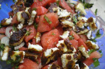 σαλάτα καρπούζι με ψητό χαλούμι εικόνα
