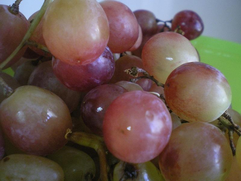 Φρούτα ποσαρισμένα με Κουμανδαρία ή Μαυροδάφνη