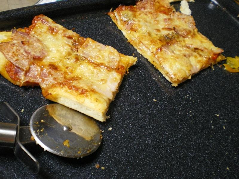 Πίτσα με μπολονέζ με τυρί που περίσσεψε εικόνα