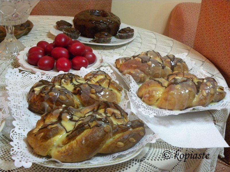 Τσουρέκια και νηστίσιμο κέικ