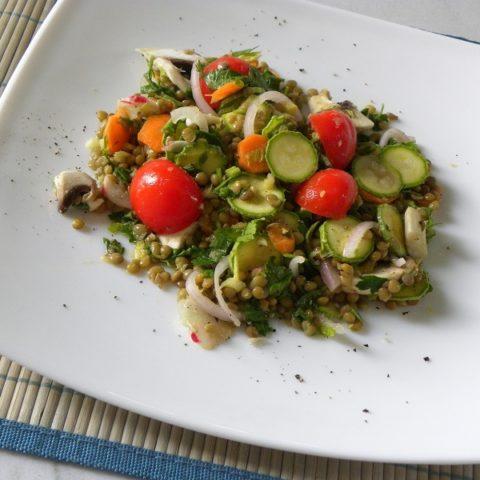 υγιεινή σαλάτα με φακές εικόνα