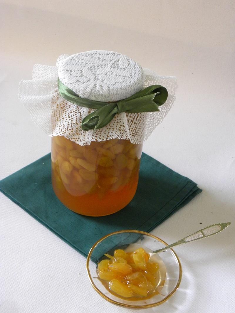 Γλυκό σταφύλι σε βάζο και σε πιατάκι εικόνα