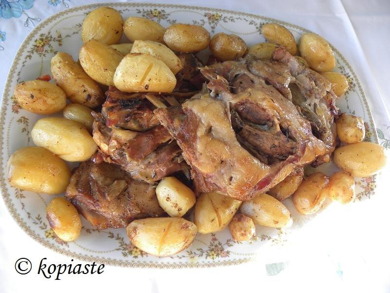 Αγριογούρουνο με πατάτες φούρνου