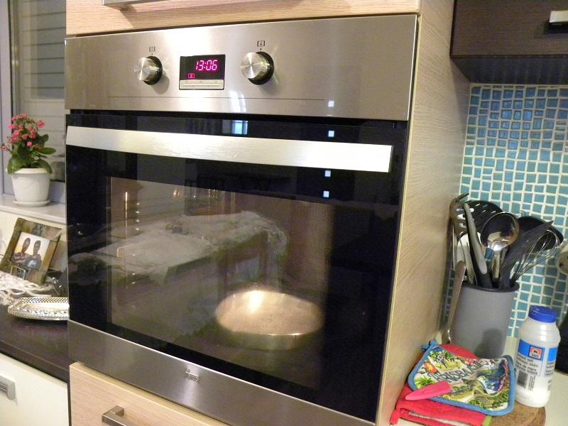 Ταψί με νερό στο φούρνο εικόνα