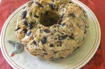 Κέικ ελιάς με δενδρολίβανο εικόνα