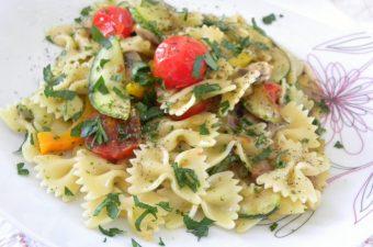 Ζυμαρικά με Ζεστή Σαλάτα Λαχανικών εικόνα
