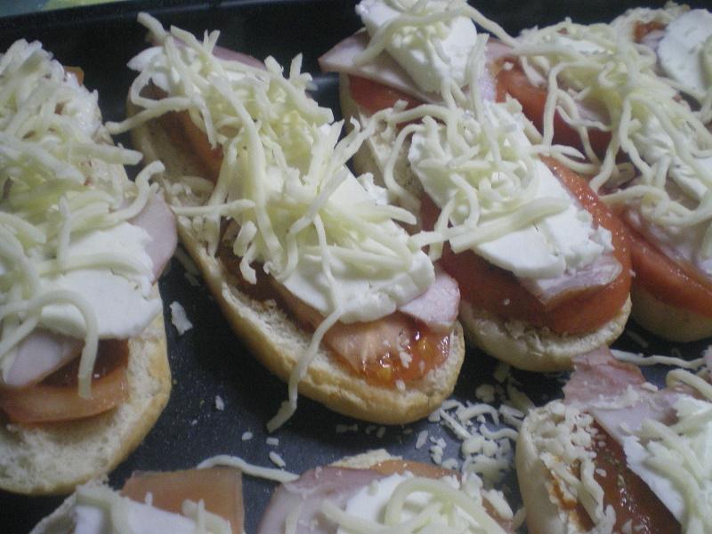 σάντουιτς πίτσα με σπετζοφάι εικόνα