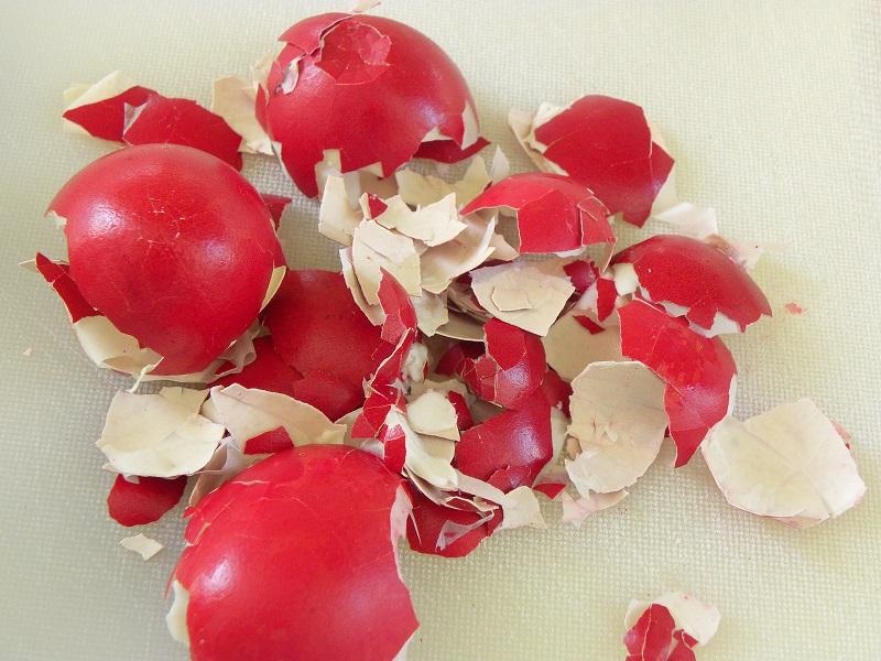 τσόφλια βαμμένων αυγών εικόνα