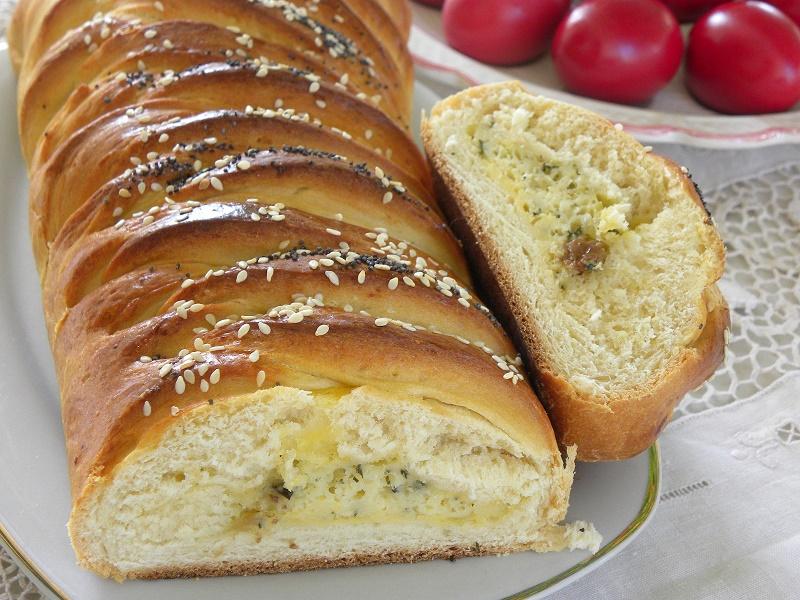 Αλμυρό Τσουρέκι με τυρί και διαφορετική Πλεξούδα