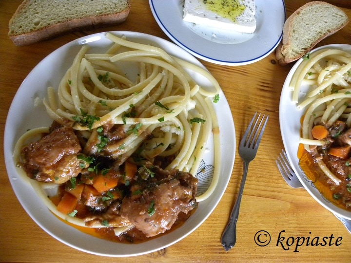 Chicken cacciatora with tubular pasta