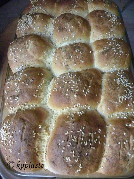 ψωμάκια με πράσινες ελιές