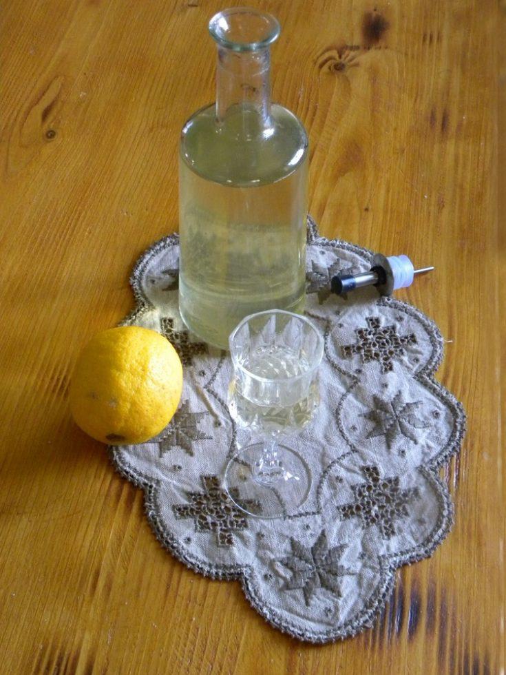 Λιμοντσέλο ή Λικέρ Λεμονιού με Τσίπουρο