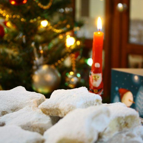 Αφράτοι Κουραμπιέδες Και Καλά Χριστούγεννα!