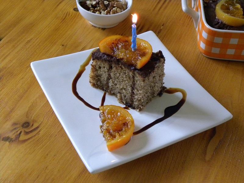 καρυδόπιτα με κεράκι γενεθλίων εικόνα