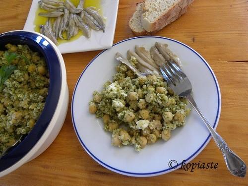Ρεβίθια Σαλάτα με Πλιγούρι, Φέτα και Πέστο