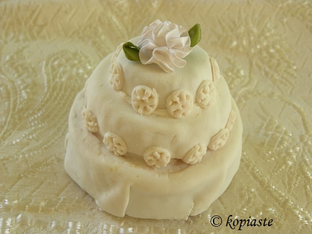 Mini wedding cake with white bow