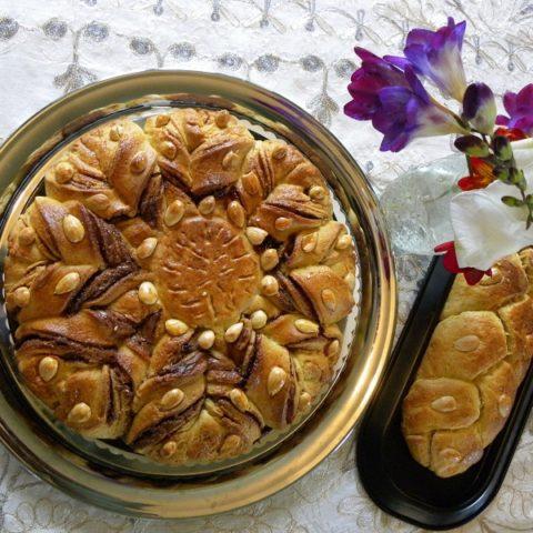 Τσουρέκι Λουλούδι με γέμιση Πραλίνα Φουντουκιού