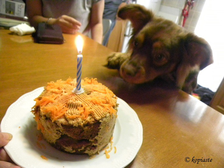 Κέικ Καρότου με αναμμένο κερί