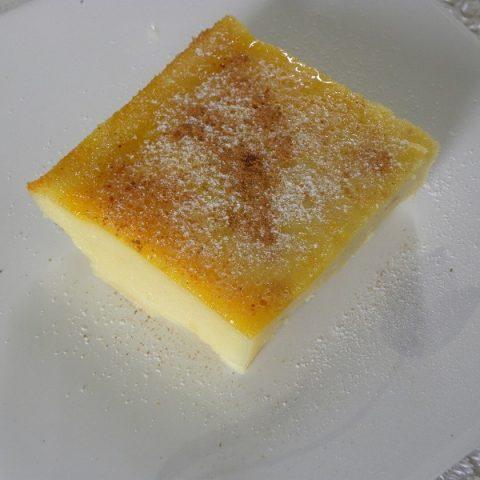 Γαλατόπιτα με φρέσκο γάλα κομμάτι εικόνα