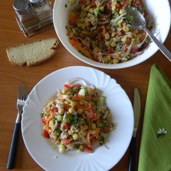 Σαλάτα με Ρεβίθια, Κινόα και Ταχίνι