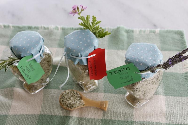 αρωματικό αλάτι, με λεβάντα, δενδρολίβανο και αρμπαρόριζα εικόνα