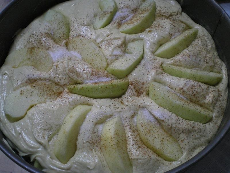 Μήλα τοποθετημένα στο ταψί με χυλό εικόνα