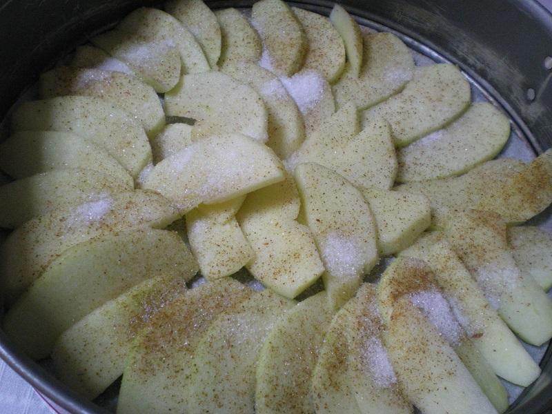 Μήλα τοποθετημένα στο ταψί εικόνα