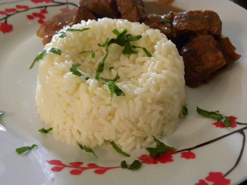 Ρύζι πιλάφι με μοσχάρι κοκκινιστό εικόνα