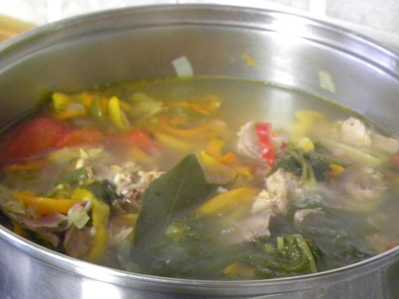 σούπα γαλοπούλας που μαγειρεύεται εικόνα