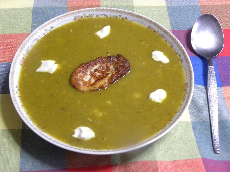 Σούπα γαλοπούλας με τραχανά και χαλλούμι τηγανητό εικόνα