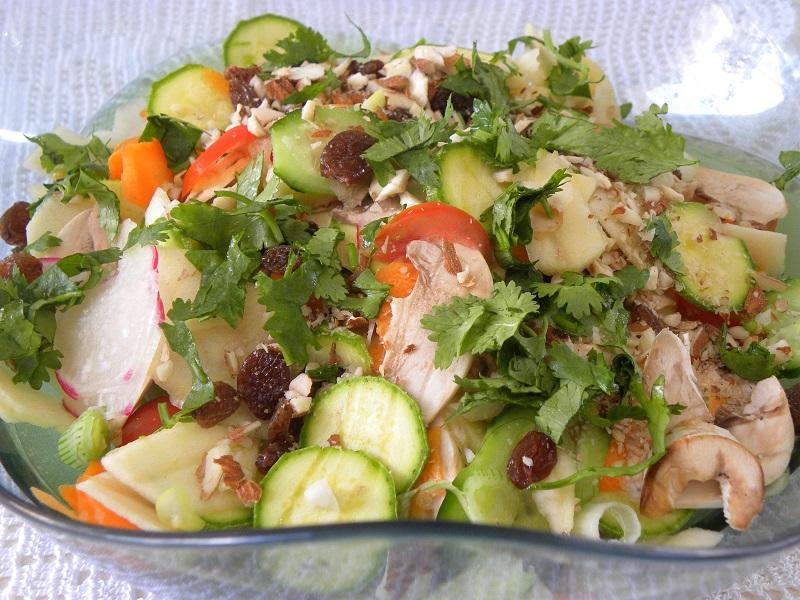 Σαλάτα με πολλά ωμά λαχανικά εικόνα