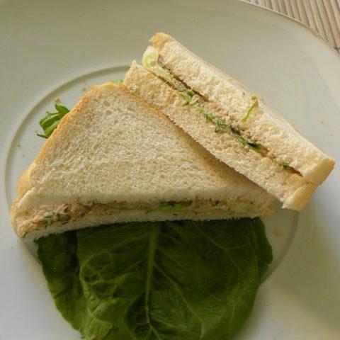 σάντουιτς με τοννοσαλάτα εικόνα