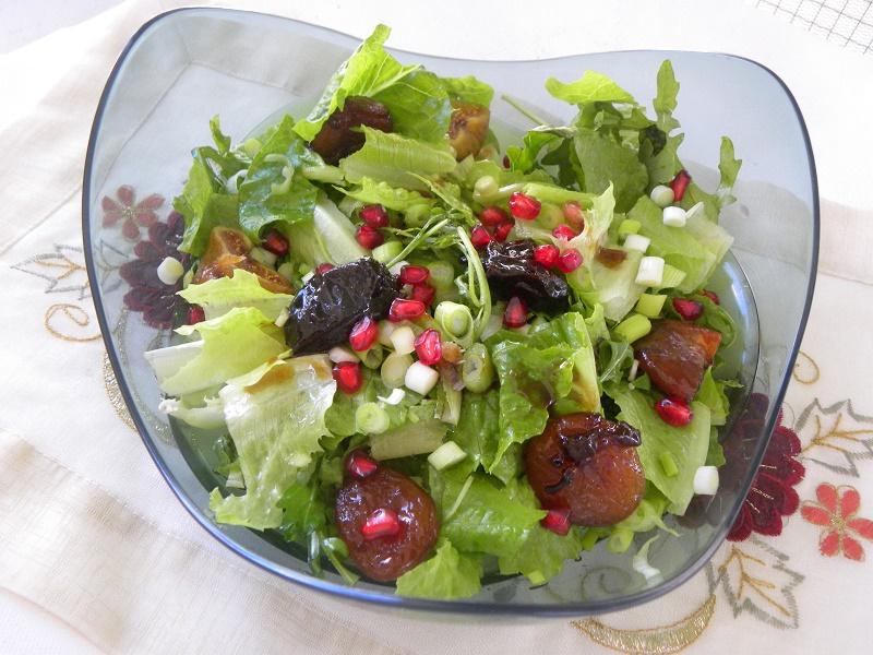 Σαλάτα ρόκα με μαρούλι και ποσαρισμένα φρούτα εικόνα