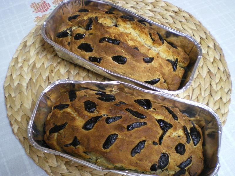 Δυό ψωμάκια με ελιές ψημένα εικόνα