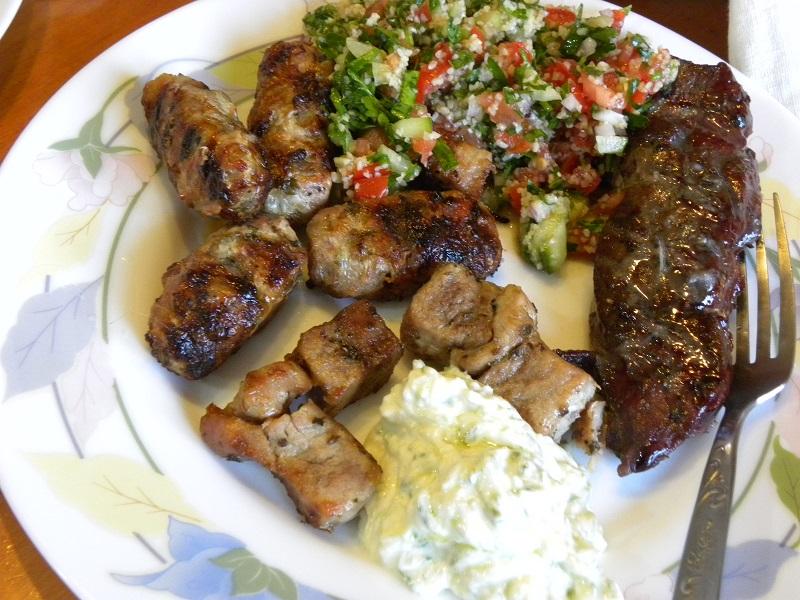 Πιάτο με διάφορα ψητά κρέατα εικόνα