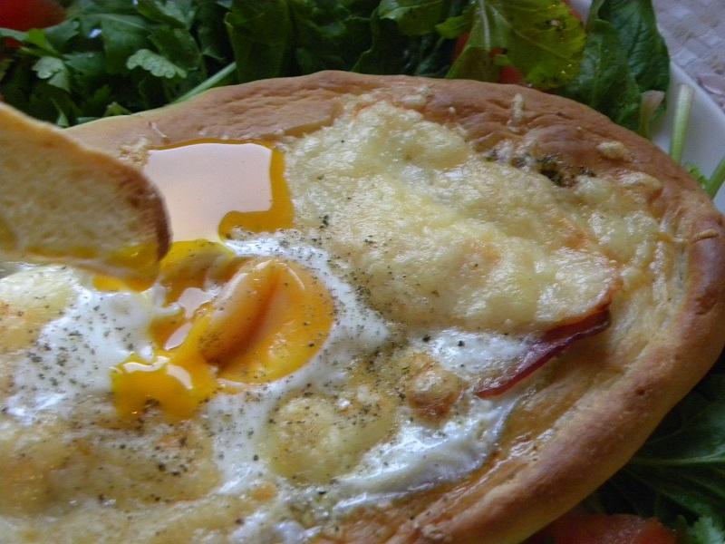 Κολάζ Πεϊνιρλί με αυγό για πρωϊνό εικόνα